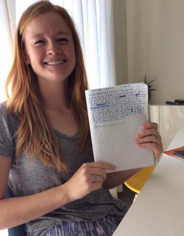 Maggie Çince alfabe öğreniyor