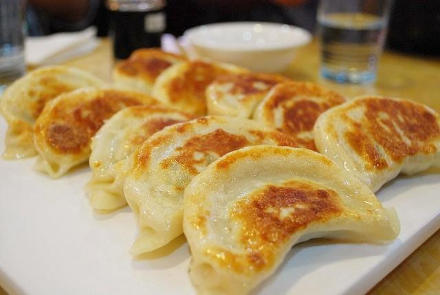 En lezzetli Çin yemekleri - Kızartılmış Çin Mantısı