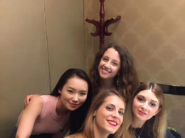 Marie, Jasmine, Annalisa ve Cristina Pekin Ördeği ziyafetinde
