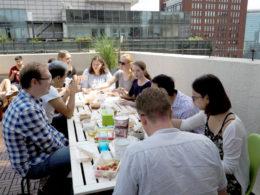 LTL Pekin'de çatıda öğle yemeği