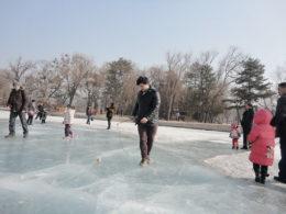 Chengde'de donmuş göl