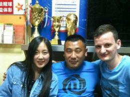 Chengde'de öğrenciler ile personel