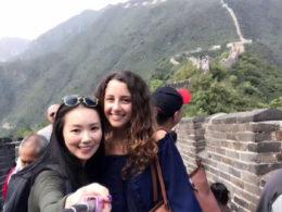 Çin Seddi'nde Marie ve Jasmine