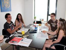 Çince dil kursunda öğrenciler