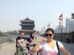 Çin sokaklarında bisiklet sürmek