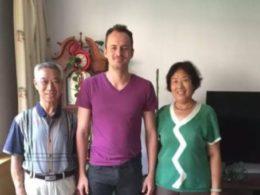 Ev sahibi ailesi ile Fabian