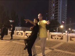 Piotr Chengde'de dans ediyor