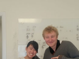 Pekin'de Çince öğrenen Charles